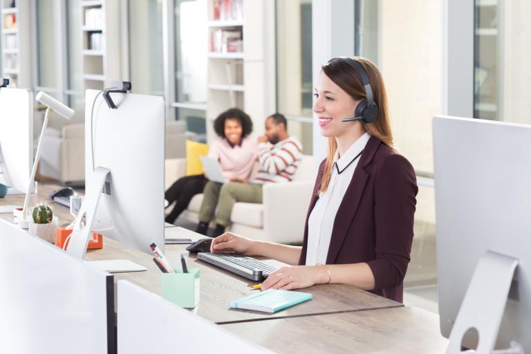 Blijf gefocust terwijl u thuis werkt met de nieuwe draadgebonden Zone-headset
